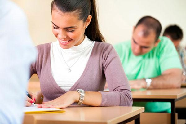 Respuesta a preguntas sobre los examenes y horarios de Cambridge